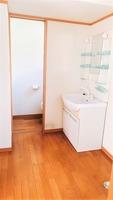 洗面室:洗面所としては広めです。